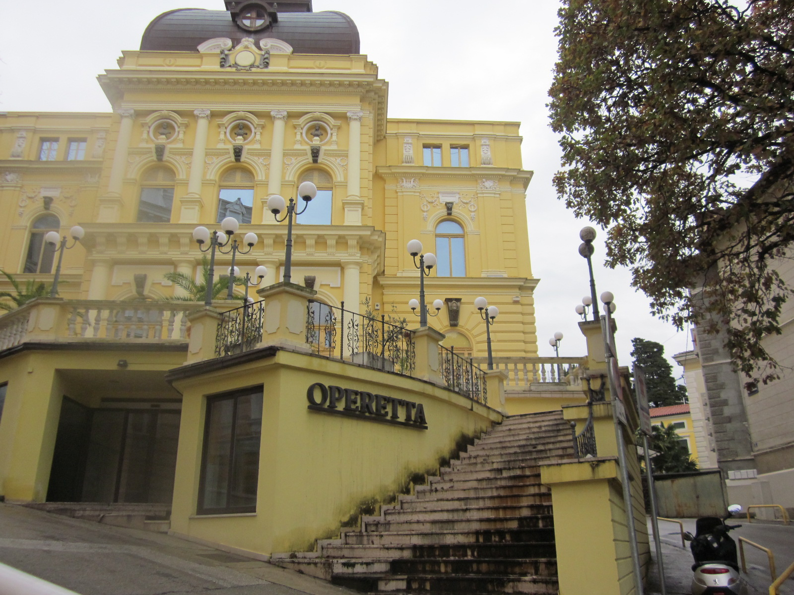 Sophisticated old school style hotel bristol opatija for Classic house bristol